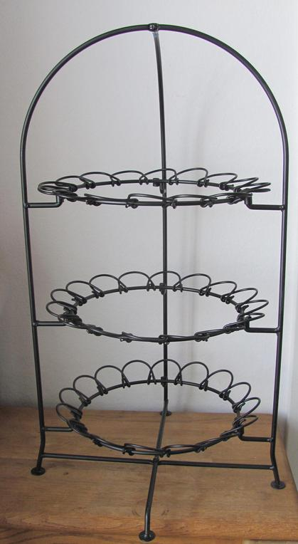 Iron stackable 3 tiered serving frame